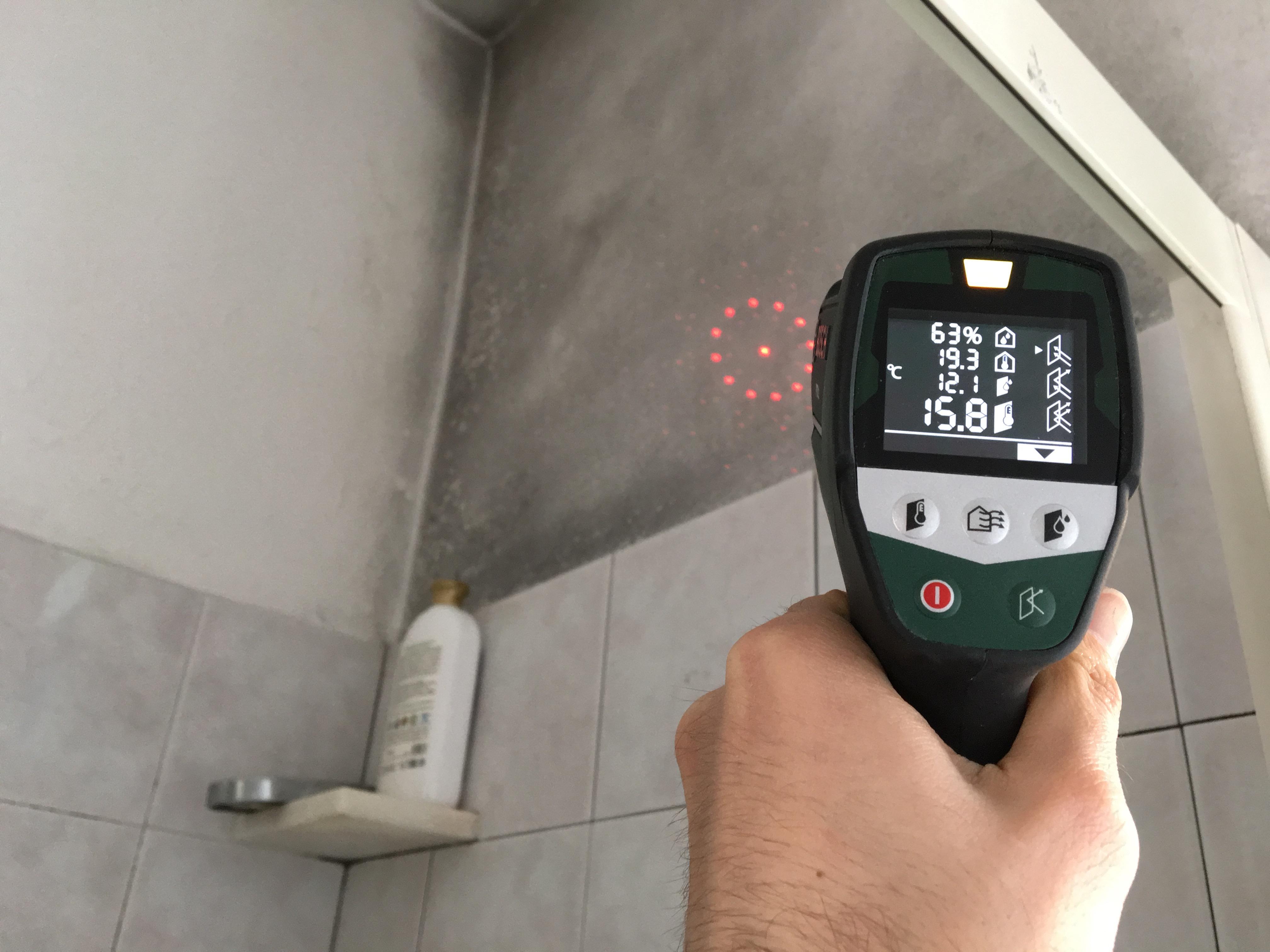 Muffa in bagno sopra il box doccia : come fare per risolvere